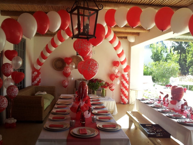 Criss Cross Helium Balloon Arch - C