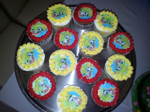 Farm Picture Cupcakes (24)