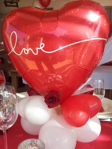 phoca_thumb_l_centrepiece - shaped 18 inch heart