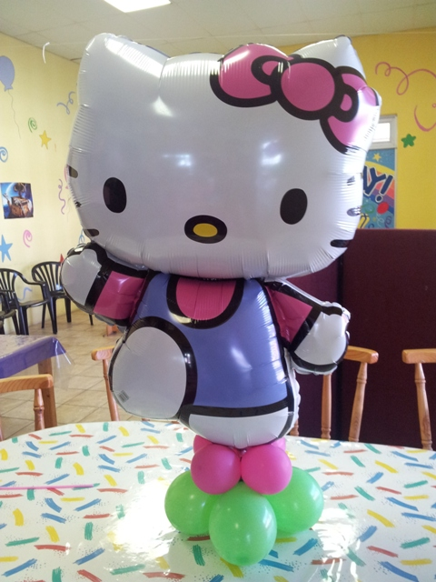 Super Shape Balloon Decor - Hello Kitty