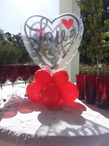 phoca_thumb_l_centrepiece - shaped 18 inch see-thru heart